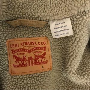 Levi's Jackets & Coats - ❌ SOLD Levi's Mens Sherpa Trucker Jacket Begie